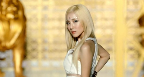SANDARA PARK!!!!!! the most beautiful women | toptentopeleven Dara Falling In Love Nails